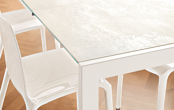 Opla extension table in white with scratch-resistant top