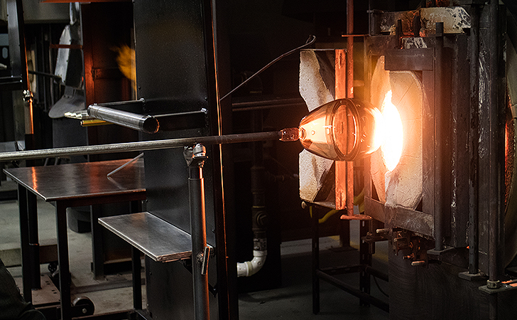 Glass-blowing furnace