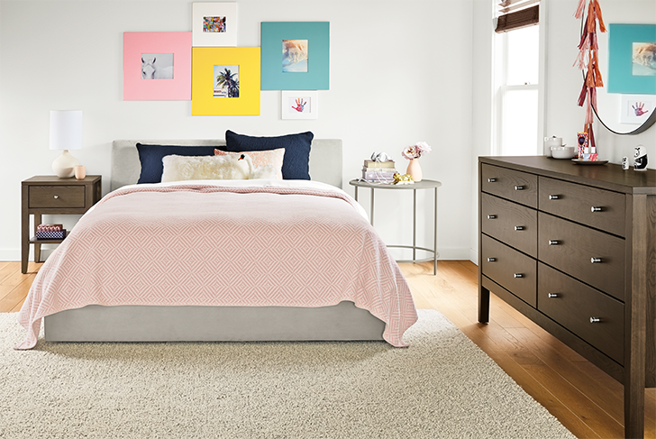 products we love for kids' rooms: Pink Norwich bedding on kids bed
