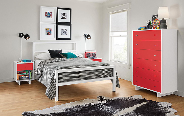 White parsons bed with red Moda dresser
